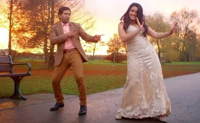 amrapali-dubey-dance-video-bhojpuri-nirahua-movie-nirahua-chalal-london