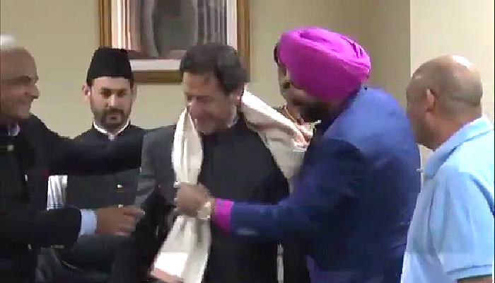 siddhu in Pakistan with Imran khan