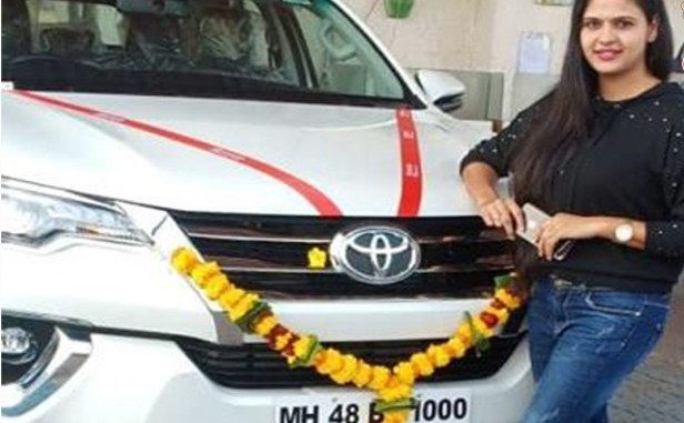 chandani singh with her car